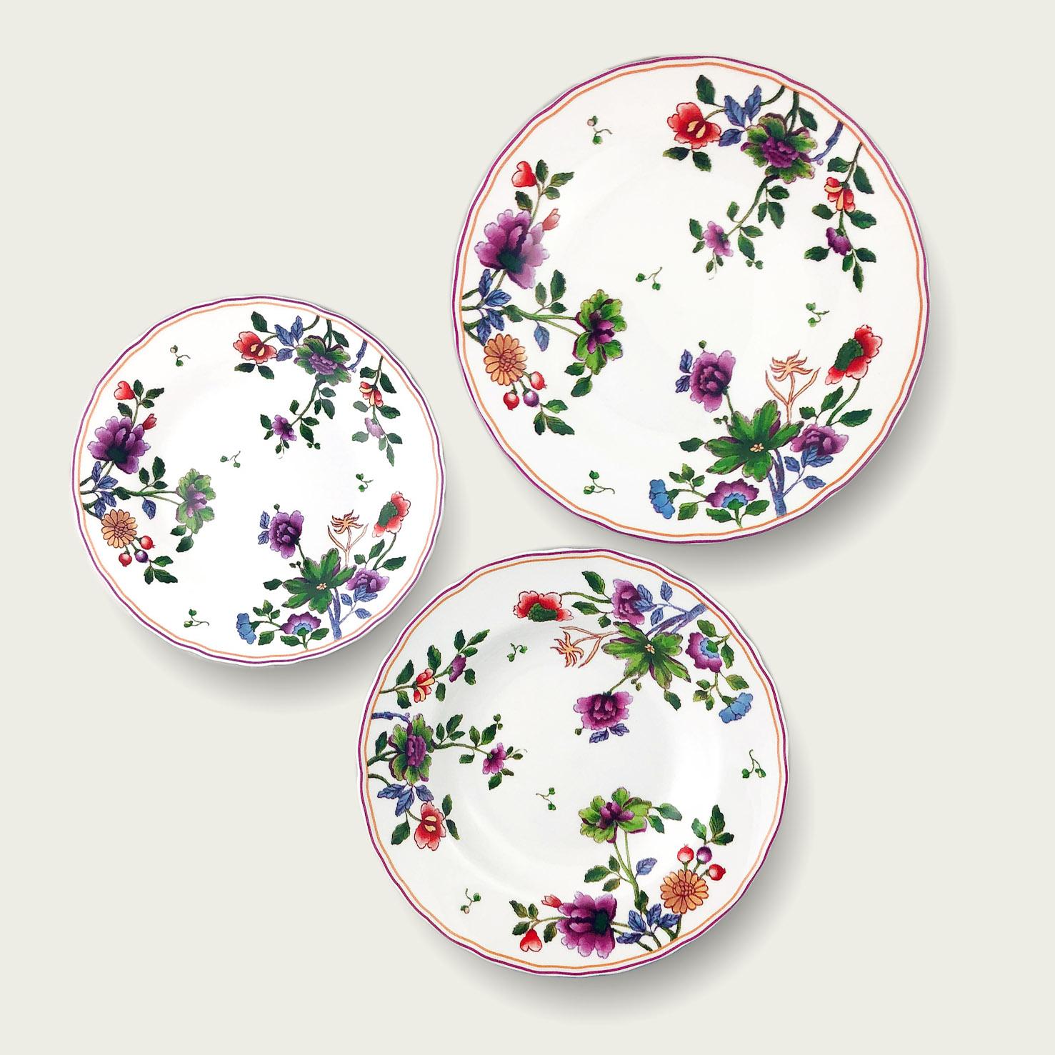 Piatto in porcellana - forma tradizionale - decoro fiori e bacche